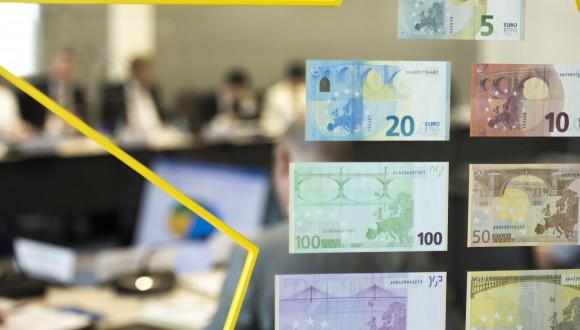 Perguntem a la Comissó per la rebaixa de la seva proposta d'orientació pressupostària global per l'eurozona: d'una fiscal stance positiva a una neutre.