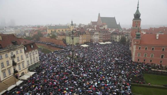 Sol·licitem que s'activi l'article 7 per la vulneració de l'estat de dret a Polònia