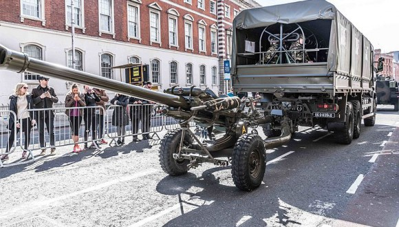 Rebutgem la proposta de la Comissió d'invertir en una industria europea d'armament.