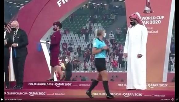 Diferència de tracte entre homes i dones a la cerimònia d'entrega de medalles al Mundial de Clubs a Doha