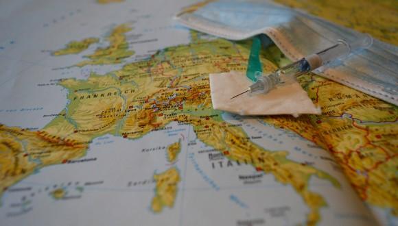 El certificat de vacunació europeu és un pas endavant positiu però cal evitar discriminacions