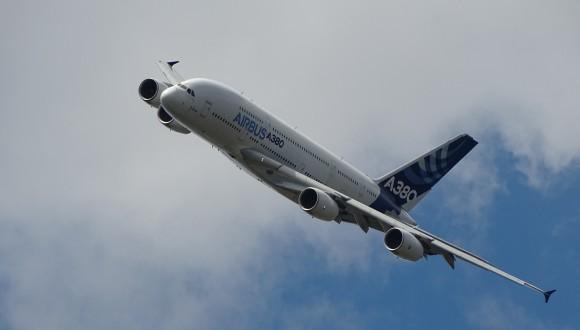La Comissió ha de posar fi a l'exempció fiscal pel combustible d'aviació