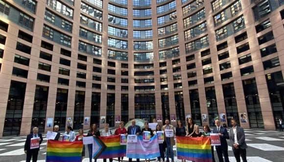 El Parlamento Europeo une sus fuerzas para hacer frente a los delitos y discursos de odio contra las personas LGBTI